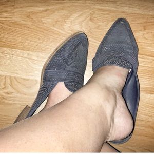 Vince Camuto point toe mule in Navy leather 9.5